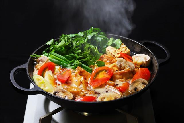 ハワイの伝統料理「チキンヘッカ」(鶏すき鍋) 、秋冬限定で登場